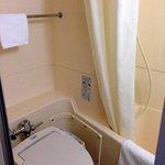 狭いトイレ、浴室
