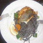 Saint Pierre mit schwarzen Spaghetti - super!