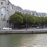 l'hotel visto dal canale