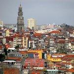 A torre vista de várias partes da cidade