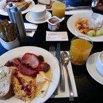 EXTRA yummi breakfast buffet