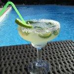 Un cocktail autour de la piscine