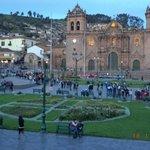 Plaza Central o de Armas, Al frente la Catedral de Cusco.