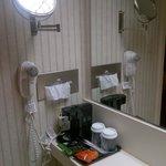 Badezimmer mit Kaffeemaschine