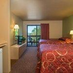 Baker's Sunset Bay Resort Photo