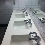Pia banheiro masculino