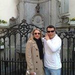 Manneken Pis. Eu e minha esposa