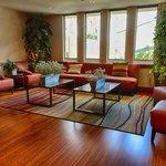 Par Lounge Dining Area