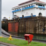 """Mules"" steady a Panamax ship through the lock"