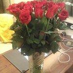 Розы в подарок от отеля