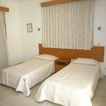 4 bedroom villa with sea view twin room