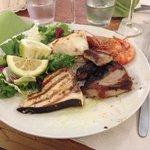 Grigliata mista...la cottura dello spada e del tonno perfetta, bravo chef !