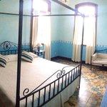 Blueroom with balcony
