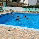 family in pool,when it work,