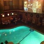 piscina serale con film '70