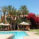 Vue villa et piscine
