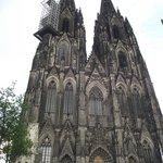 Fachada principal da igreja vista da Domkloster Strasse.