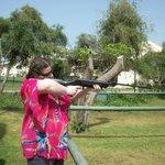 одно из развлечений-стрельба из ружья