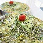 asperges, tomates vertes et pistou