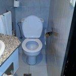 Das WC in Zi 601 ist nicht für korpulente Menschen.