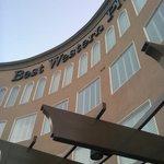 Fachada do Best Western Avita Suites, em Torrance, CA