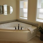 Sunporch Room's jetted tub.