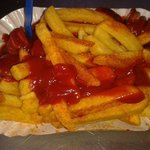 Curry wrust mit pommes fritts