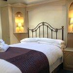 Double Room with en-suite bath - The Linney annex