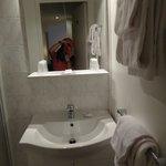 shower/sink room