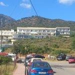 L'hotel vu de la route