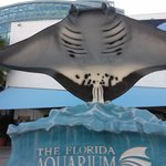 Ray Statue in front of Aquarium