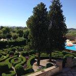 迷宮花園及游泳池