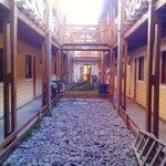 cortile di accesso alle camere