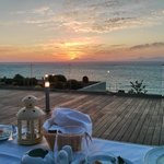 Abendessen und Blick vom Sonnendeck im Lobbybereich