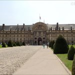 With a cobbled road and well kept gardens either side of the entrance to the Hotel Les Invalides