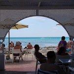 Вид из бара на пляже