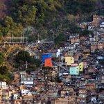 Uma vista panoramica de favela