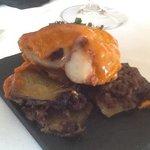 pulpo con base de patata y butifarra negra . levitas