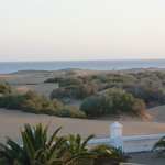 vue de l'arrière de l'hôtel sur les dunes