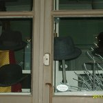 Потрясный шляпный салон на главной улице!