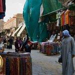 Одна из торговых улиц района Хан-эль-Халили