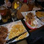 Pulled pork meal (a sinistra), hot dog (a destra)