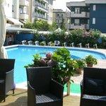 altra vista piscina hotel