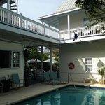 Vista camere e piscina