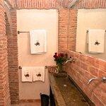La salle de bain d'une chambre