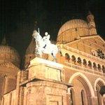 Notturna sfondo Basilica dal Santo