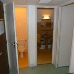 Vue Salle de bain+ WC+ à droite entrée chambre à gauche entrée studio