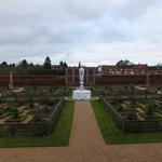 Elisabethan garden & aviary