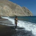 The amazing Perissa beach close to the hotel