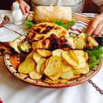 Chicken skewer with homemade potatoes - slice chips